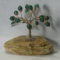 Дерево счастья из малахита на молочном кварце