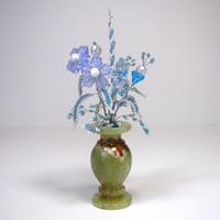 Цветы из бисера Нежность в вазочке из оникса