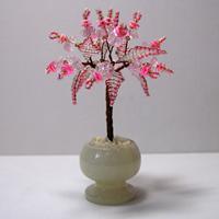 Миниатюрное дерево из розового кварца в вазочке из оникса