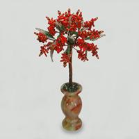 Дерево желаний из красного коралла в вазочке из оникса