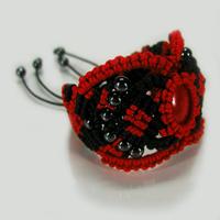 Плетеный браслет Цвета любви с кораллом и гематитом
