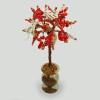 Сказочное дерево из красного и белого коралла в вазочке из оникса