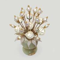 Цветы из жемчуга Любовные в вазочке из оникса. Подарок из жемчуга